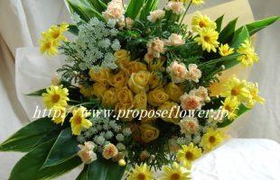 レモンイエローな花束とカーネーション