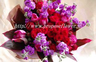 艶やかなパープルトーンの赤薔薇の花束
