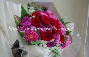 紫のバラと赤いバラ